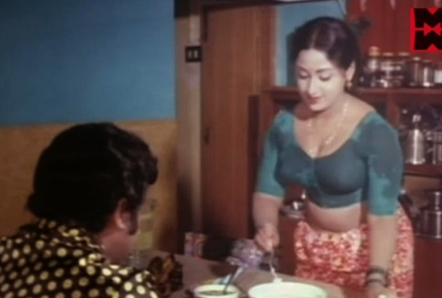 Oru Nimisham Tharoo Prameela lungi blouse photo Malayalam Movie (2)
